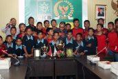 Anggota FPKB Ini Lunasi Hutang dan Pulangkan Tim Sepakbola Yang Terdampar di Jakarta