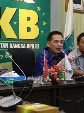 Premium Gagal Naik, Daniel: Presiden Tidak Akan Memberatkan Masyarakat