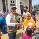 Terobos Banjir, Kang Maman Serahkan Bantuan Ke Pesantren Alqalam